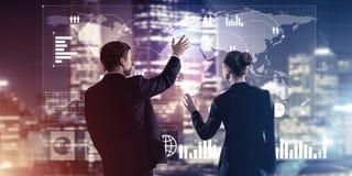 Концепция партнерства и сотрудничества с использованием людей виртуальным Стоковые Фото
