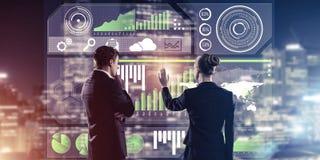 Концепция партнерства и сотрудничества с использованием людей виртуальным Стоковое Изображение RF