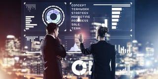 Концепция партнерства и сотрудничества с использованием людей виртуальным Стоковые Фотографии RF