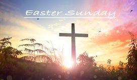 Концепция пасхи воскресенья: Крест распятия Иисуса Христоса стоковые фото