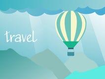 Концепция перемещения - воздушный шар в небе над горами Стоковая Фотография