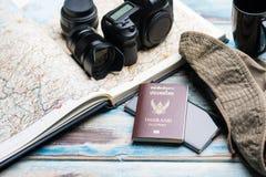 Концепция перемещения или turism цифровой фотокамера и lans на карте с p Стоковая Фотография RF