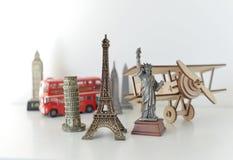Концепция перемещения и туризма с сувенирами со всего мира Стоковые Фотографии RF
