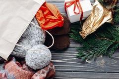 Концепция покупок рождества большое сбывание сезонная деревенская предпосылка Стоковые Изображения RF