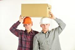 Концепция поставки, склада и пакета Люди с серьезными сторонами Стоковая Фотография RF