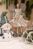 Концепция праздника Нового Года рождества Fairy кукла, снеговик и ель Стоковые Фото