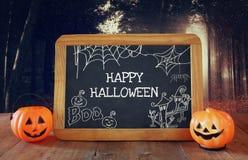 Концепция праздника хеллоуина Милые тыквы рядом с классн классным Стоковые Изображения RF