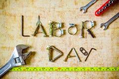 Концепция предпосылки Дня Трудаа, инструменты разнообразия на деревянной предпосылке Стоковая Фотография