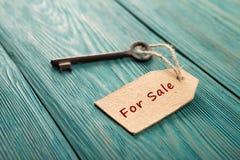 Концепция продажи недвижимости стоковые изображения