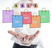 Концепция продажи levitating над рукой стоковое изображение rf