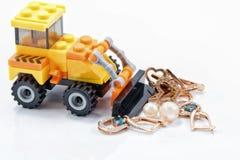 Концепция: продукция и обрабатывать руды золота и драгоценной меты Стоковые Изображения