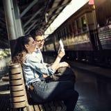 Концепция путешествием перемещения датировка единения пар любовников стоковое фото