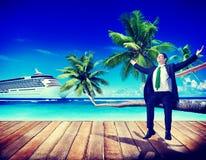 Концепция пляжа деловых поездок бизнесмена работая расслабляющая Стоковое Фото