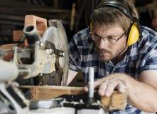 Концепция работы по дереву тимберса пиломатериала мастера плотника Стоковая Фотография RF