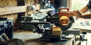 Концепция работы по дереву тимберса пиломатериала человека ремесла плотника Стоковая Фотография