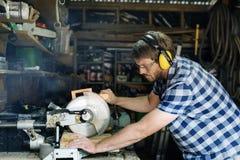 Концепция работы по дереву тимберса пиломатериала Craftman плотника Стоковая Фотография RF