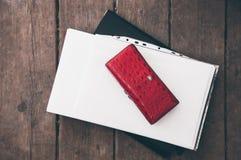 Концепция рабочего места Бумажник, бумага и папка Стоковое Изображение