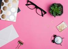 Концепция рабочего места современной женщины Стоковые Фотографии RF