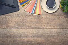 концепция рабочей станции фотографа Взгляд сверху разнообразной персоны Стоковое Изображение RF