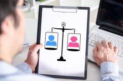 Концепция равности на доске сзажимом для бумаги стоковое изображение rf