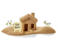 Концепция ренты значка дома и имущество, сад стоковое фото rf