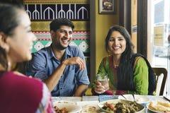 Концепция ресторана пристанища друзей счастливая стоковое изображение