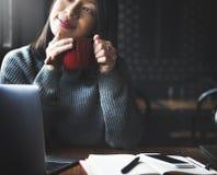 Концепция релаксации воссоздания перерыва на чашку кофе Стоковые Изображения