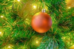 Концепция рождества украшает красным шариком Стоковые Фотографии RF