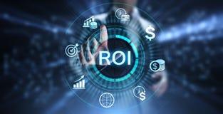 Концепция роста рентабельности инвестиций ROI финансовая с диаграммой, диаграммой и значками стоковые изображения rf