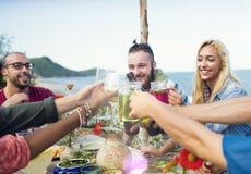 Концепция друзей торжества официальныйа обед лета пляжа Стоковое Изображение
