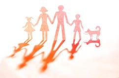 Концепция семьи сделанная из бумаги стоковые фото