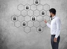 Концепция сети безопасностью кибер интернета с замком Стоковые Изображения