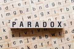 Концепция слова парадокса на кубах стоковая фотография