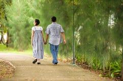 Концепция сняла азиатских молодых пар в влюбленности. Стоковое Фото