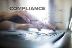 Концепция соответствия на виртуальном экране Политика, правила, регулировка закона стоковое фото rf