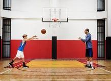 Концепция стадиона спорта тренировки спортсмена баскетболиста Стоковые Фото