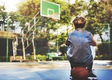Концепция стадиона спорта тренировки спортсмена баскетболиста Стоковое Фото