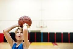 Концепция стадиона спорта тренировки спортсмена баскетболиста Стоковая Фотография