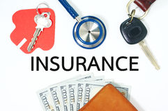Концепция страхования с деньгами в бумажнике Стоковые Фото