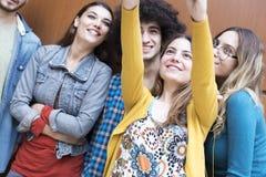 Концепция студентов приятельства друзей подростков Стоковые Фотографии RF