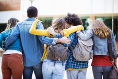 Концепция студентов приятельства друзей подростков Стоковые Фото