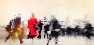 Концепция сцены города регулярного пассажира пригородных поездов людей идя городская Стоковые Фотографии RF