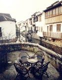 Концепция сцены деревенского кафа антикварной мебели городская Стоковое Изображение RF