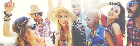 Концепция счастья партии пляжа друзей подростков Стоковое Изображение