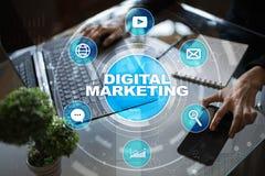 Концепция технологии маркетинга цифров Интернет Онлайн Поисковая оптимизация SEO SMM рекламировать стоковое фото rf