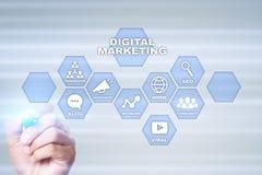 Концепция технологии маркетинга цифров Интернет Онлайн Поисковая оптимизация SEO SMM рекламировать стоковое изображение rf