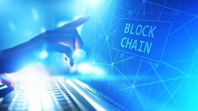 Концепция технологии Blockchain на виртуальном экране Тайнопись и cryptocurrency стоковые изображения