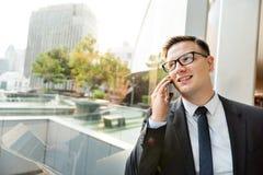 Концепция телефона бизнесмена работая говоря Стоковые Изображения