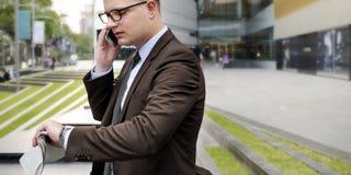 Концепция телефона бизнесмена работая говоря Стоковое Изображение