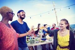Концепция торжества официальныйа обед лета пляжа Стоковая Фотография